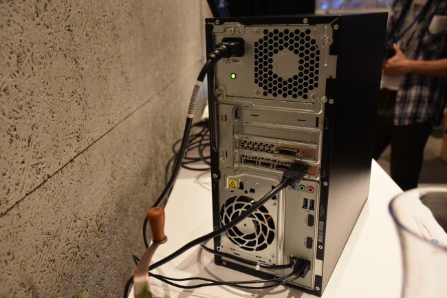 HP Pavilion Power 580 インターフェース(背面側)