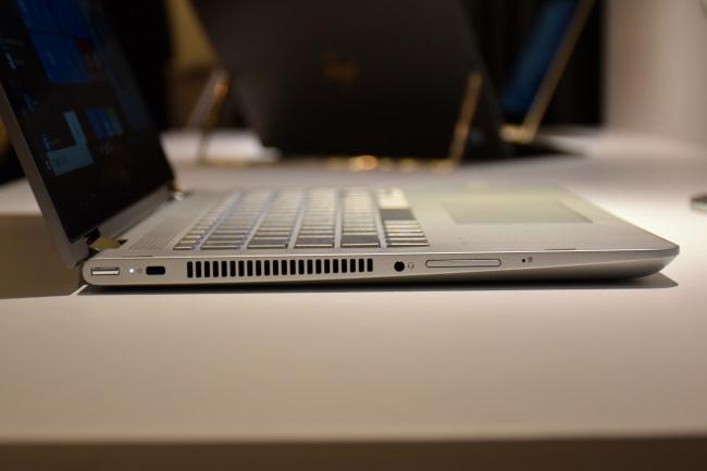 HP Pavilion X360 インターフェース(左側面)