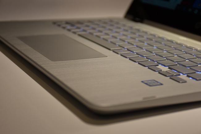 HP Pavilion X360 キーボード面(その2)