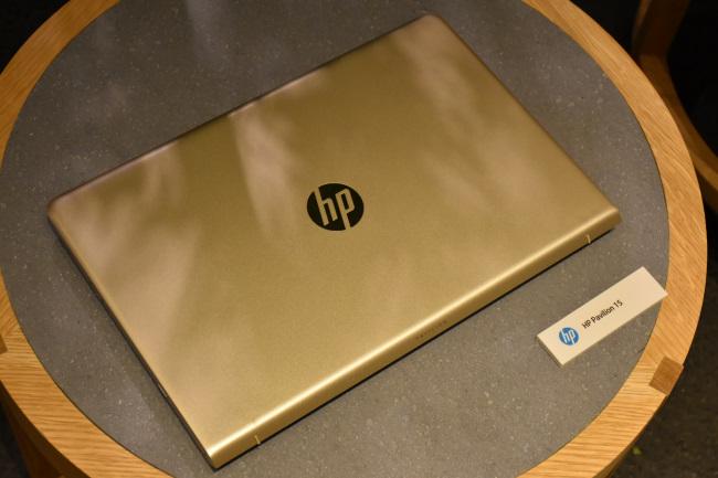 HP Pavilion 15-cc000 天面(モダンゴールド)