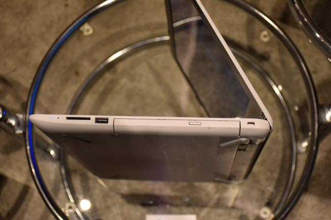 HP 15 インターフェース(右側面)