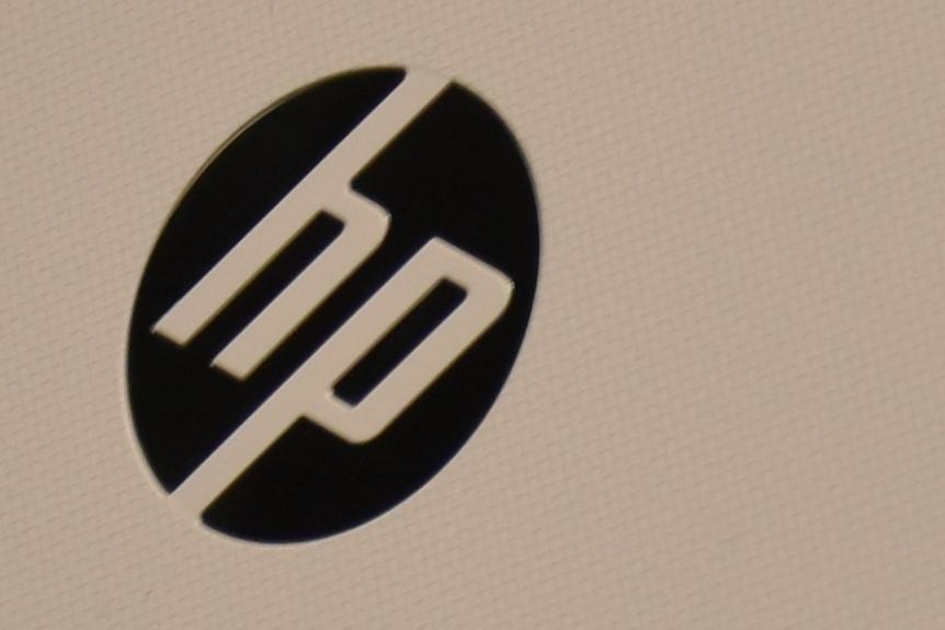 HP 15 天面のロゴ周辺