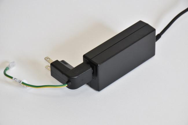電源アダプターにウォールマウントプラグを接続