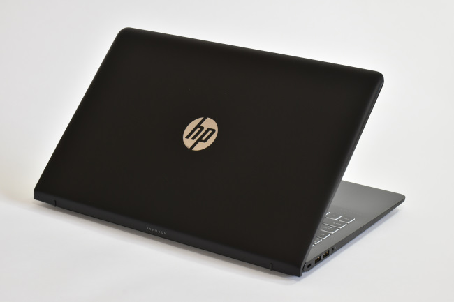 HP Pavilion Power 15-cb000 背面側(その1)