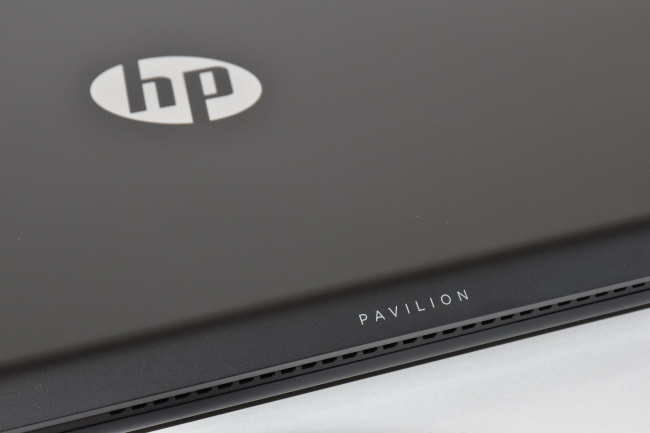 HP Pavilion Power 15-cb000 天面ロゴ(その2)