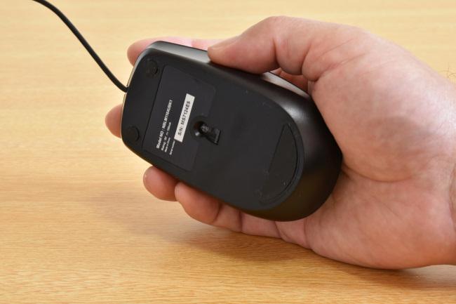 マウスは手のひらにフィットするが・・・