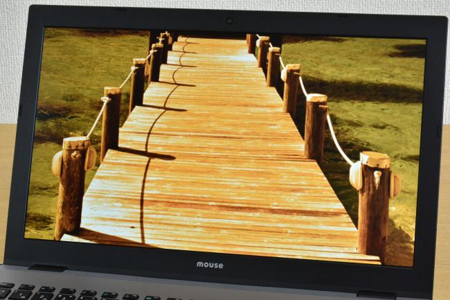 ディスプレイに描画された映像(秋の湿原)