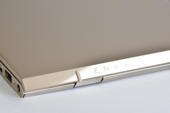 HP ENVY 13-ad000 天面ロゴ(その1)