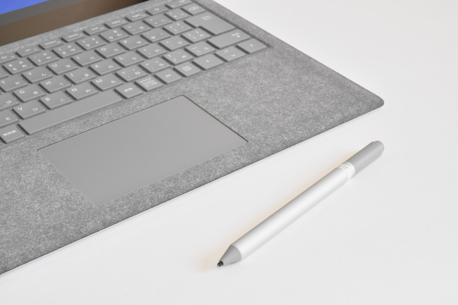 Surface ペンと Surface Laptop