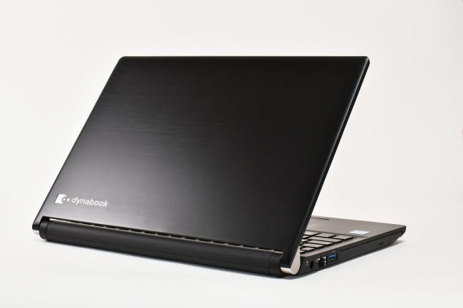 dynabook RZ83/D 背面側(向かって斜め右)