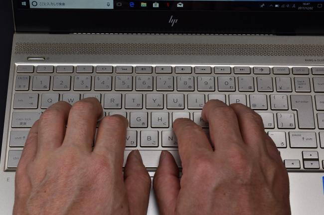 キーボードに両手を置いたときのイメージ