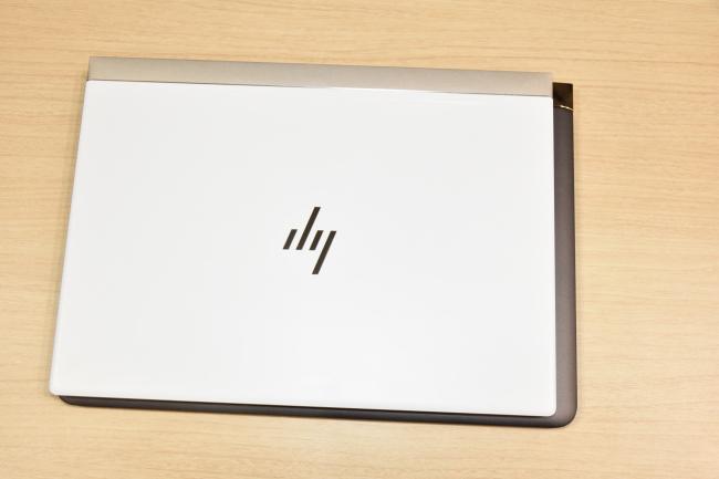 HP Spectre 13 新旧モデルを重ねる