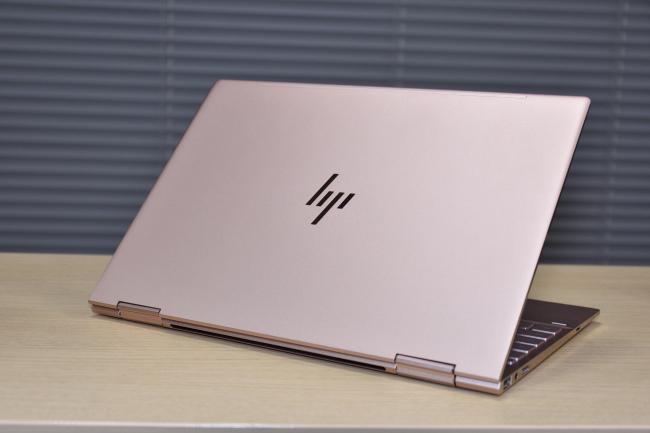HP Spectre x360 ローズゴールド(背面)