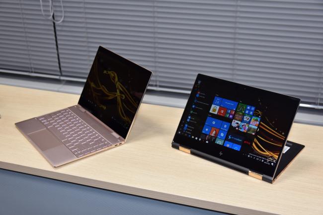 HP Spectre x360 ノートPCモードとスタンドモード
