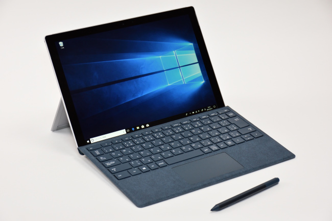 Surface Pro 正面(向かって斜め左)