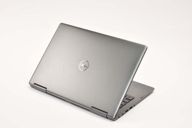 Inspiron 13 7000 2-in-1 背面側(その1)