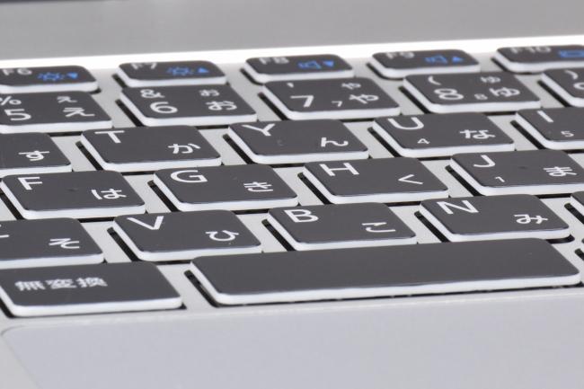 キーボードのクセ([F]キーと[J]キーの突起)