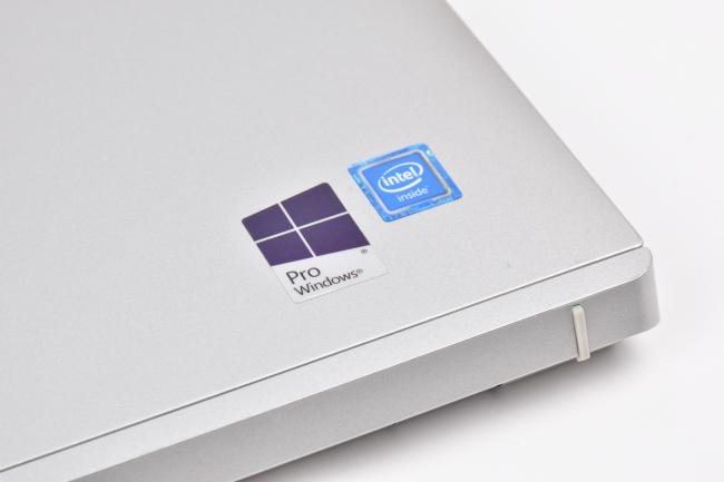 Windows と Intel のロゴ