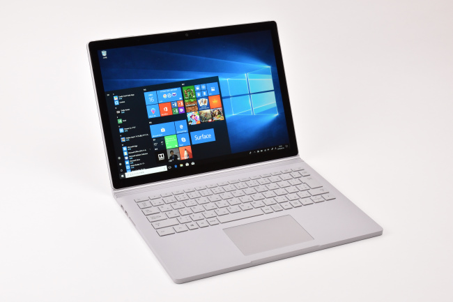 Surface Book 2 正面(向かって斜め左)