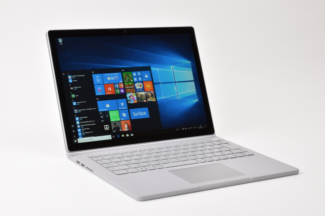 Surface Book 2 正面(その3)