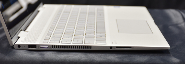『HP ENVY 15 x360』のインターフェース(左側面)