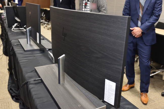 HP ENVY Curved All-in-One 34 背面側