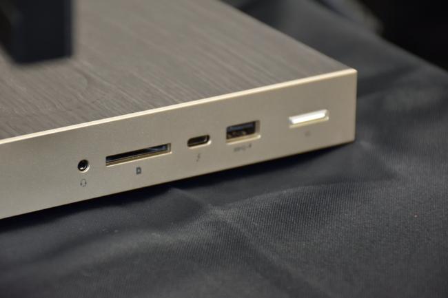 HP ENVY All-in-One 34 インターフェース(右側面)