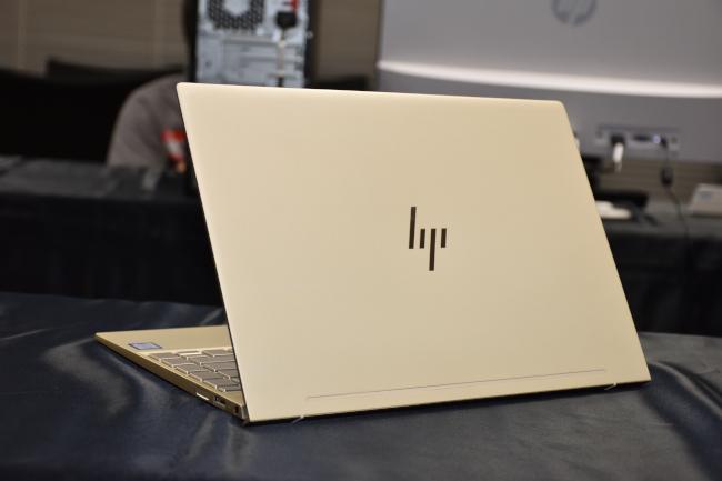HP ENVY 13 背面