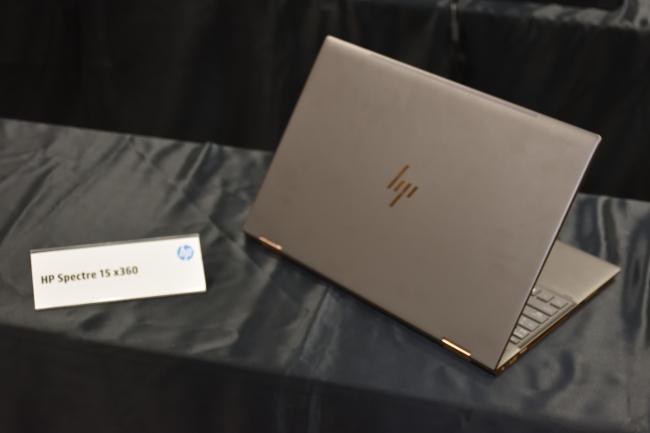 HP Spectre 15 x360 背面