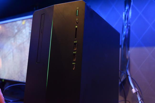HP Pavilion Gaming 690 正面側インターフェース