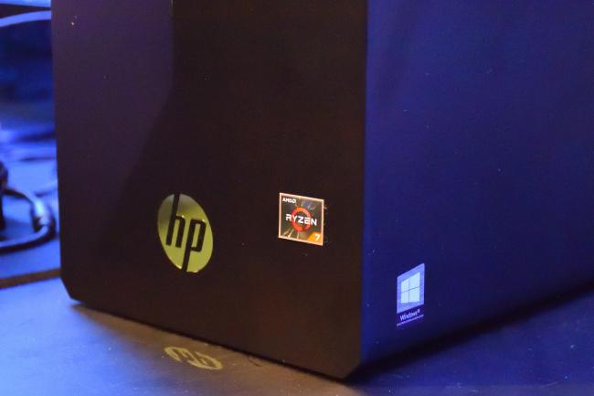 HP Pavilion Gaming 690 RYZENロゴ