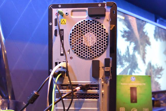HP Pavilion Gaming 790 背面側インターフェース