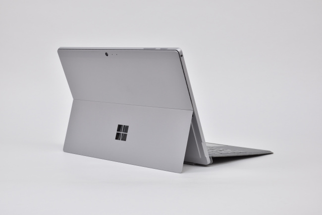 Surface Pro LTE Advanced 背面側(その1)
