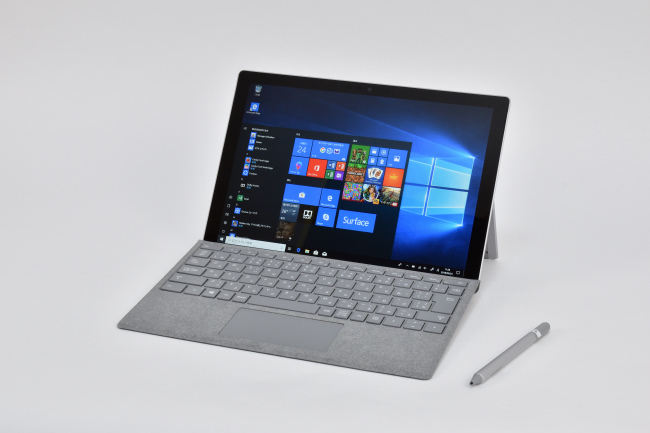 Surface Pro LTE Advanced 正面側