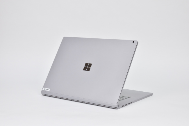 Surface Book 2 (15インチ) 背面側(その1)