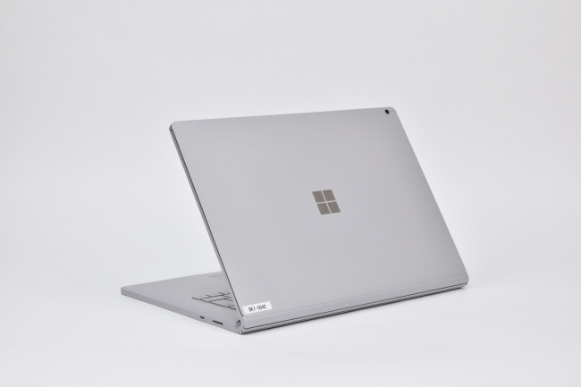 Surface Book 2 (15インチ) 背面側(その2)