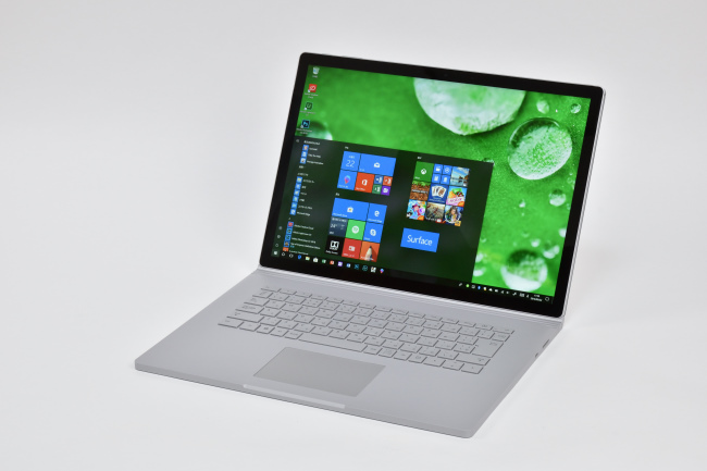 Surface Book 2 (15インチ) 正面