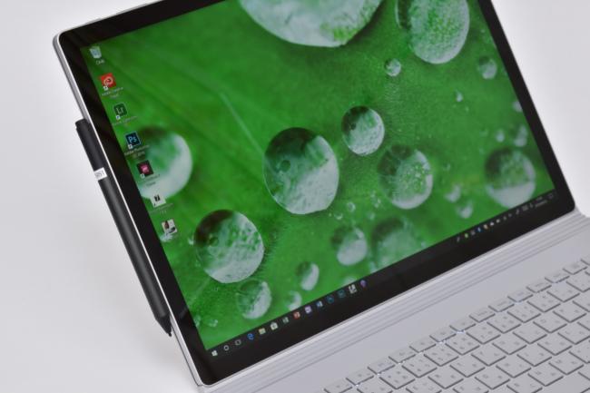 Surface ペンは本体にマグネットで装着可能