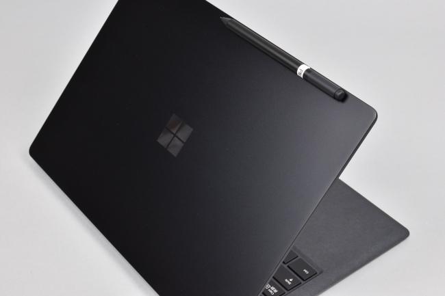 Surfaceペンは Surface Laptop 2 にくっつけられる
