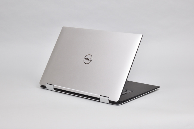 XPS 15 2-in-1 (9575) 背面側(その1)