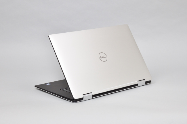 XPS 15 2-in-1 (9575) 背面側(その2)