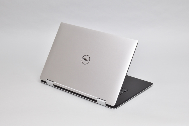 XPS 15 2-in-1 (9575) 背面側(その3)