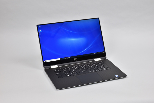 XPS 15 2-in-1 (9575) 正面(向かって斜め左)