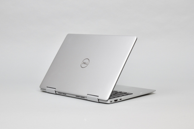 Inspiron 13 7000 2-in-1 (7386) 背面側(その1)