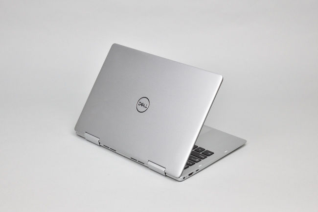 Inspiron 13 7000 2-in-1 (7386) 背面側(その3)