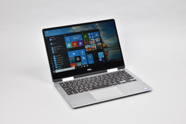 Inspiron 13 7000 2-in-1 (7386) 正面(向かって斜め左)