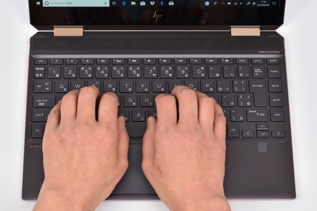 キーボードに両手を置いたときのイメージ(ブラック)