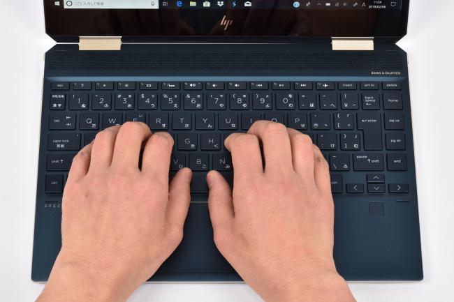 キーボードに両手を置いたときのイメージ(ブルー)