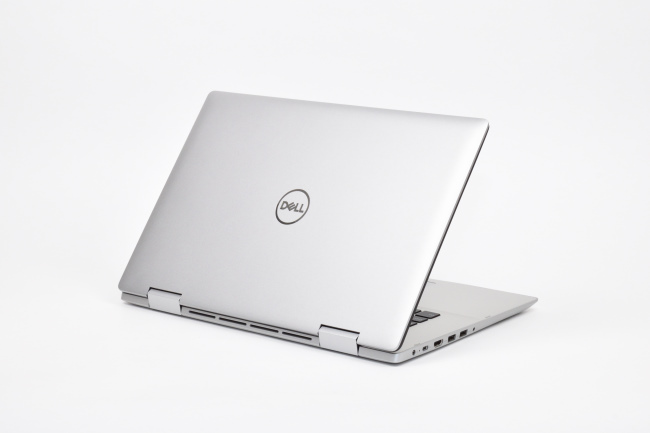 Inspiron 15 5000 2-in-1 (5582) 背面側(その1)
