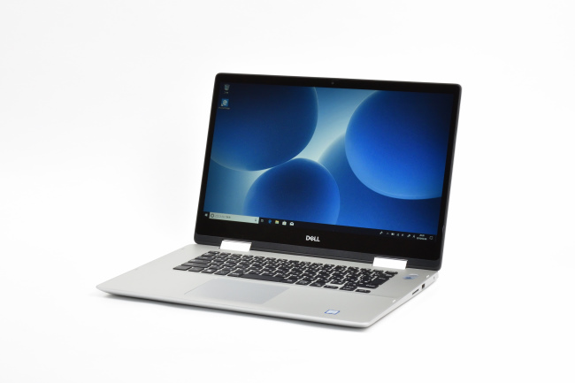Inspiron 15 5000 2-in-1 (5582) 正面(向かって斜め左)